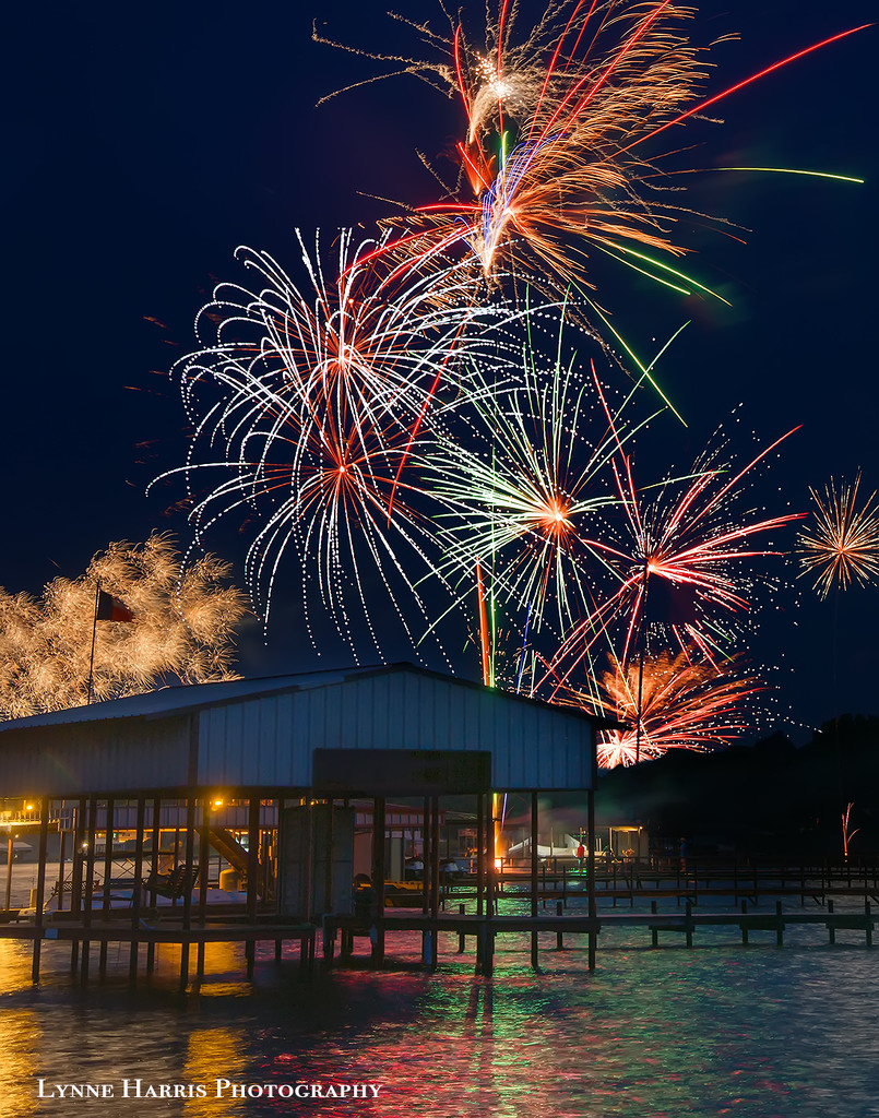 Fireworks at the Lake by lynne5477