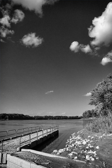 Missouri River, Gaines-Budde Pier by lsquared