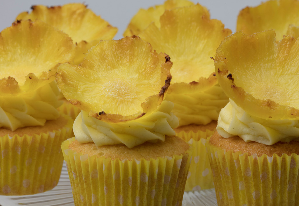 Pineapple flower cupcakes  by nicolecampbell