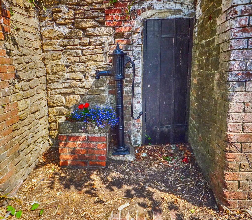 Old pump, Eashing, Godalming, Surrey by ivan