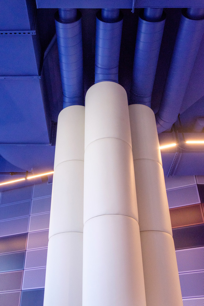 Pipes and pillars  by golftragic