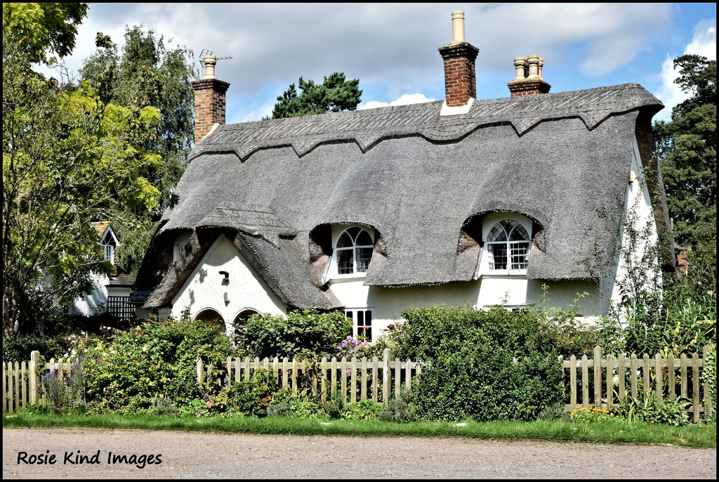 Isn't this just the loveliest cottage! by rosiekind