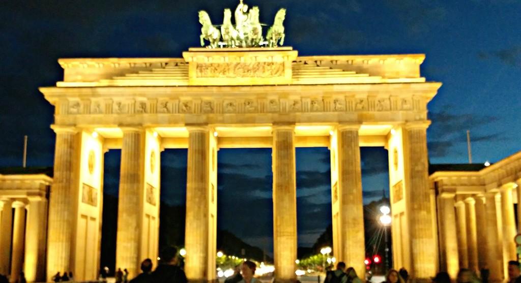 The Brandenburg Gate by harbie