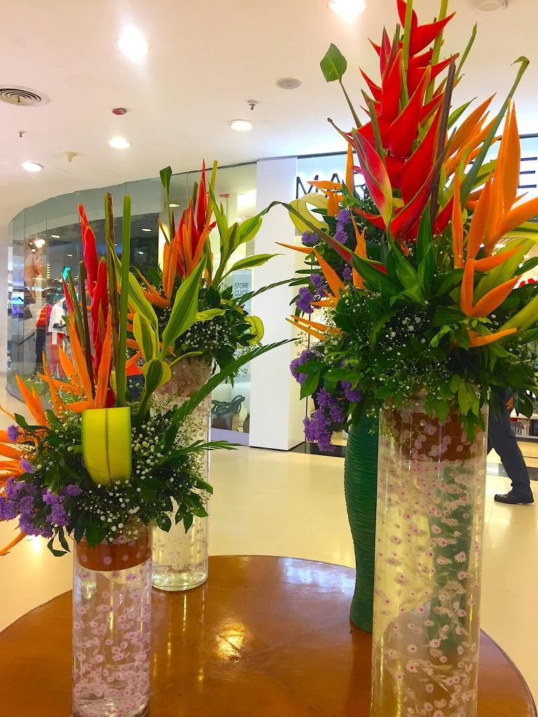 Flower Arrangement at Palladium Mall by veengupta