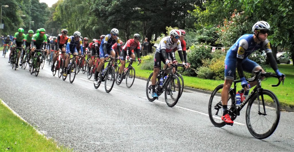 Tour of Britain Cycle Race by suzanne234