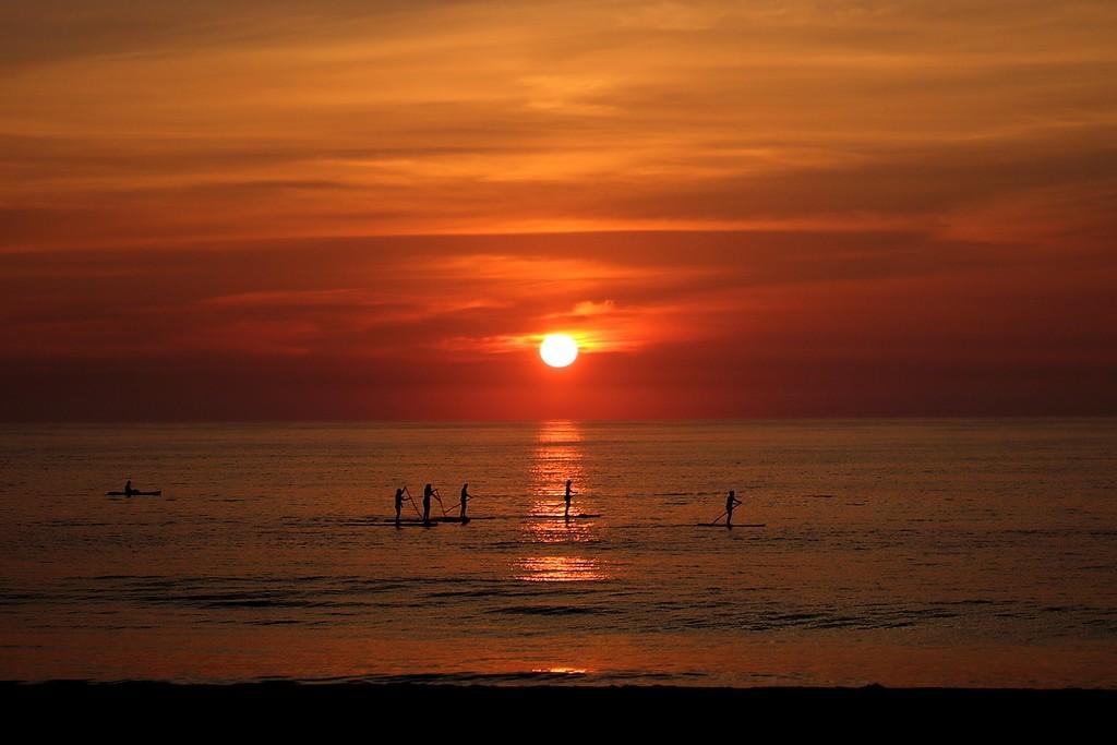 Paddleboarders at Sunrise by kerosene