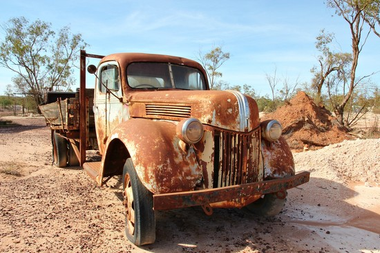 Rusty old Ford by leggzy