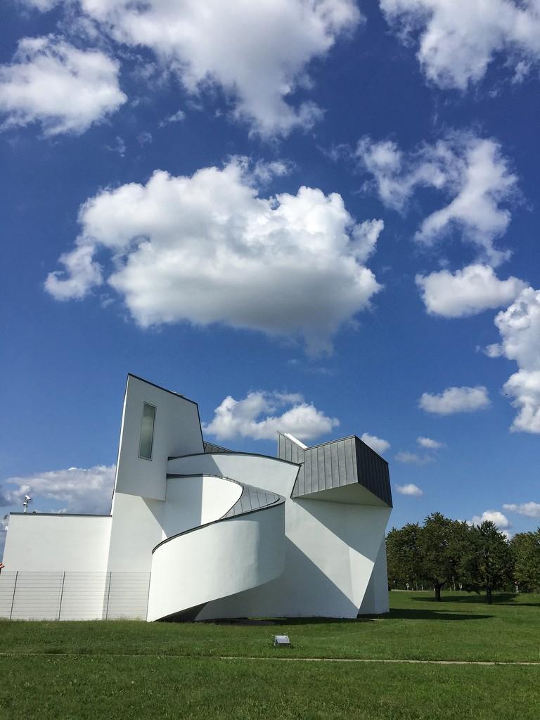 Frank Gehry building.  by cocobella