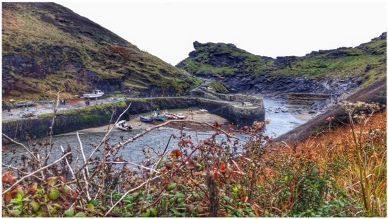 Boscastle, north Cornwall - the two stone harbour walls were built in 1584. by lyndamcg