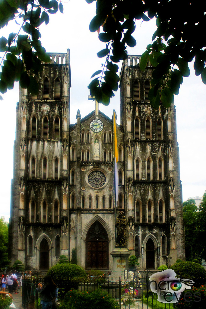 Nhà Thờ Lớn (St. Joseph's Cathedral) by iamdencio