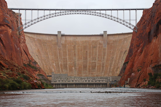Glen Canyon Dam by terryliv