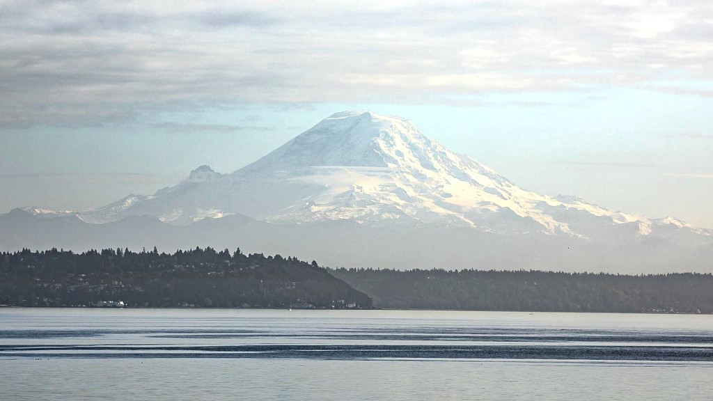 Mount Rainier from Bainbridge Island Ferry by jyokota