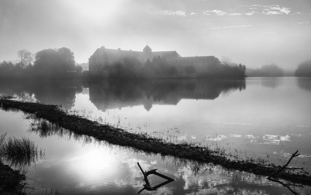 Fog and low water... by vignouse