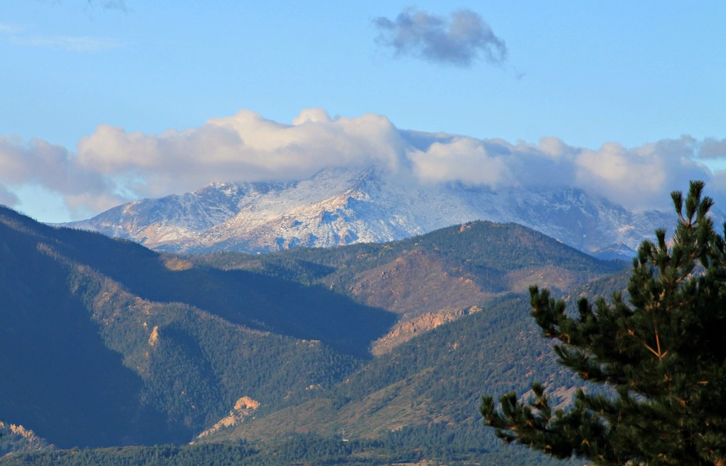 Pikes Peak in the Early Morning by harbie