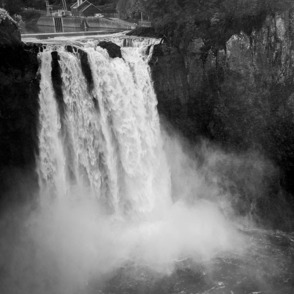 Snoqualmie Falls by jyokota