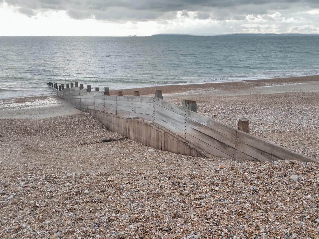 Beach groynes by jmdspeedy