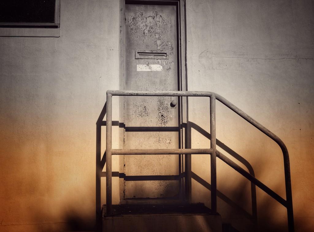 Old keys won't open new doors🗝🗝🗝 by joemuli