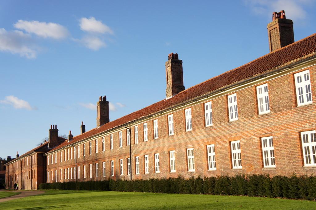 Hampton Court by boxplayer