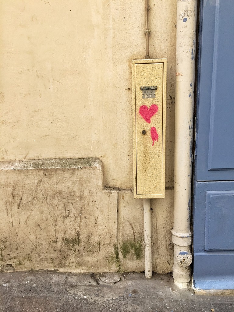 Red heart in Paris.  by cocobella