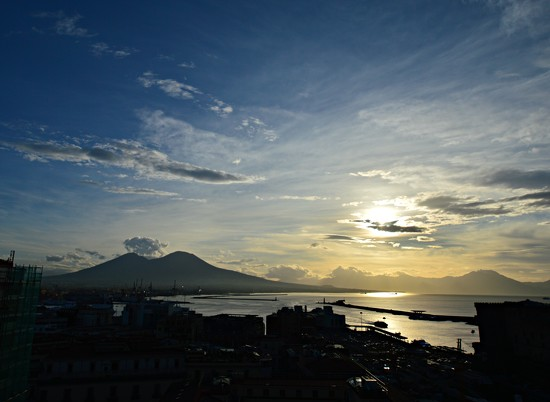 Vesuvio in the morning by caterina