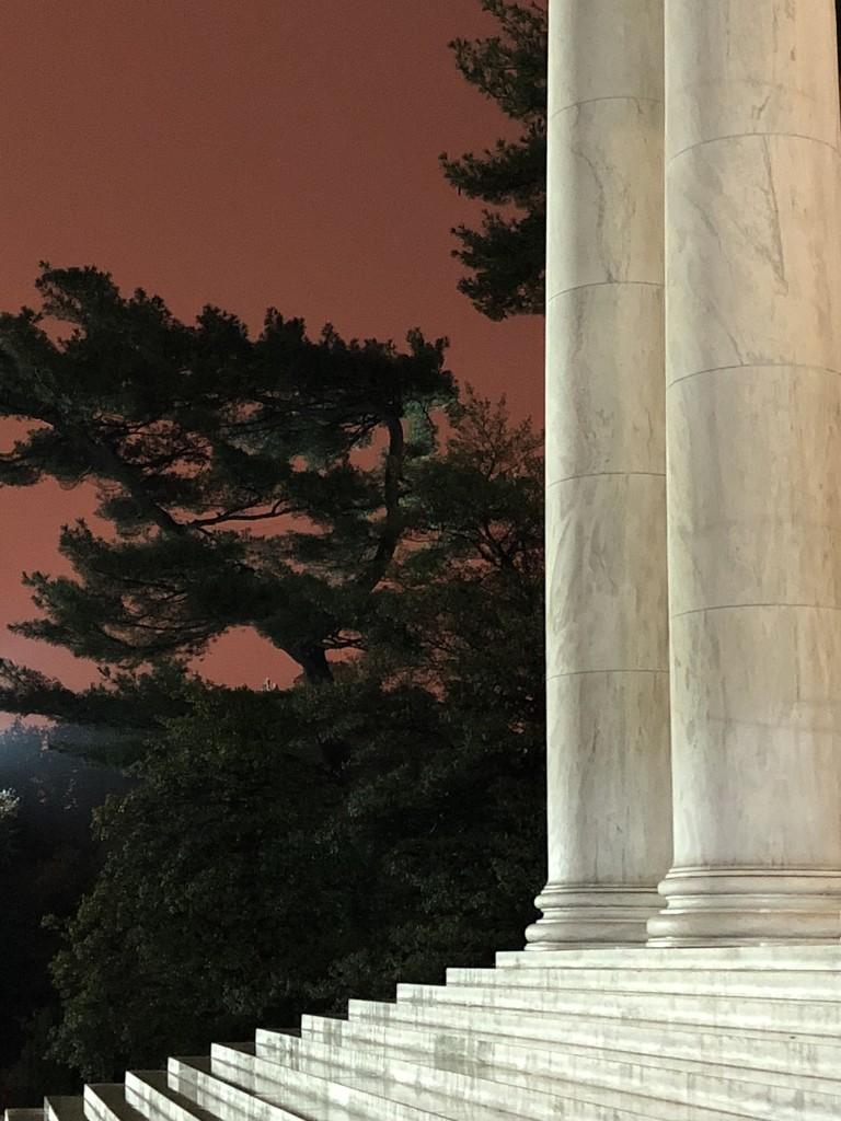 Jefferson Memorial at Dusk by mamabec