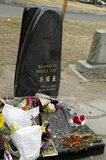 Grave of Brandon Lee by steelcityfox