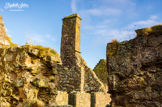 The ruins at Dunnottar Castle by elisasaeter