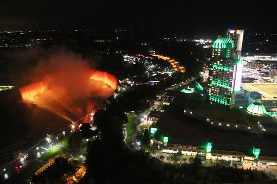 Night in Niagara by terryliv