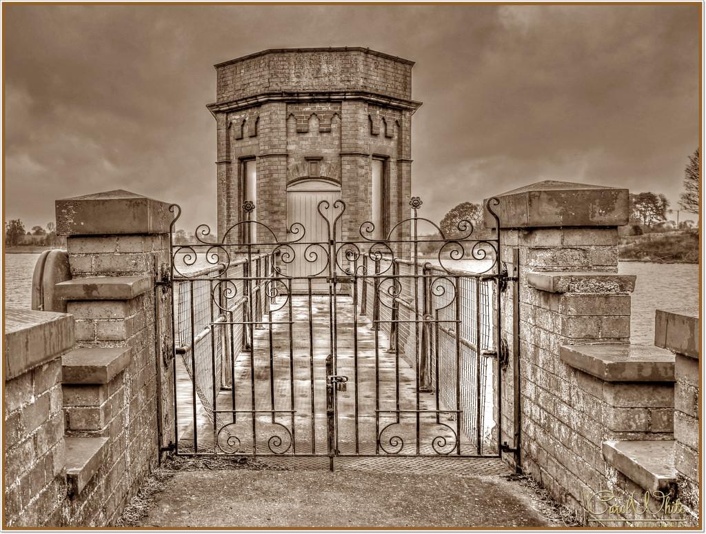The Valve Tower,Sywell Reservoir by carolmw