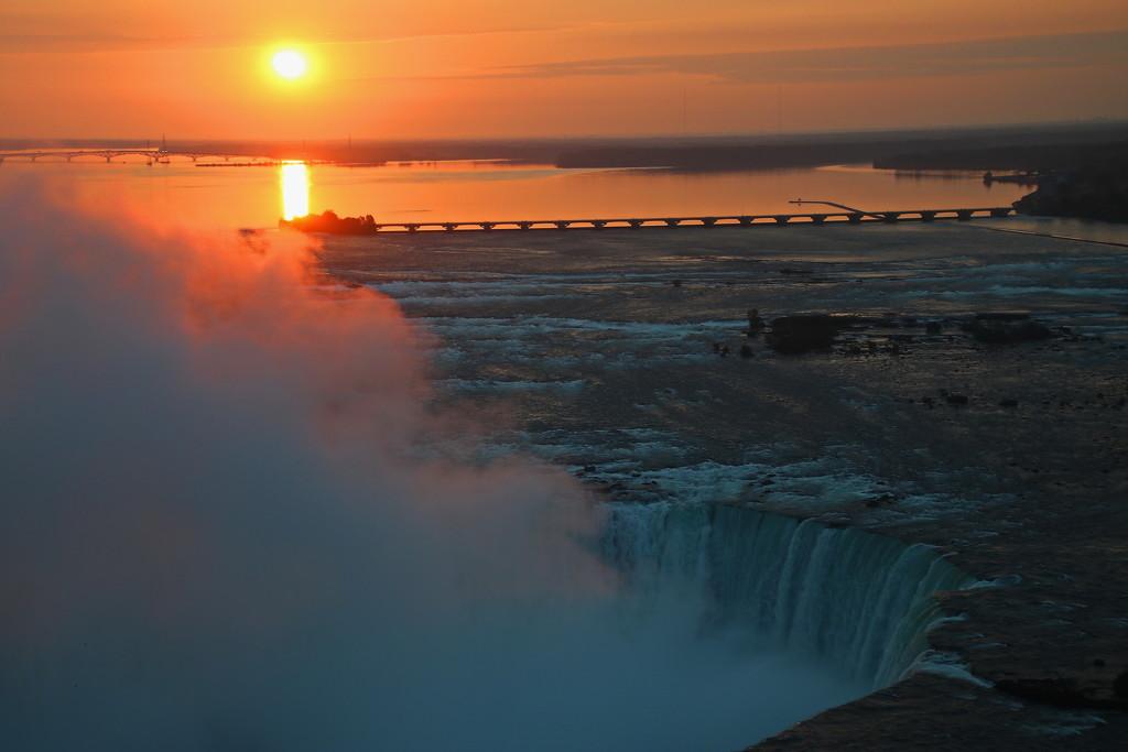 Niagara Sunrise by terryliv