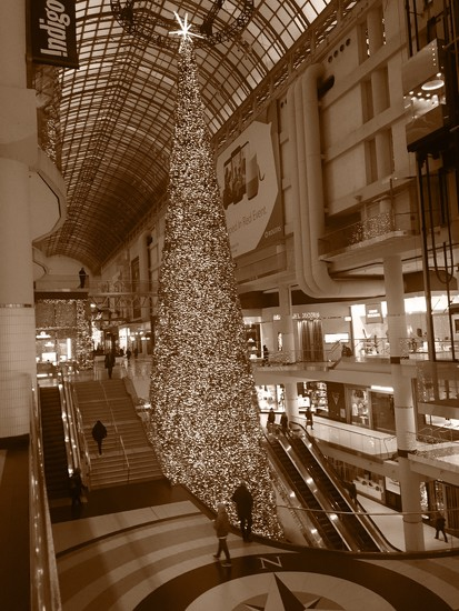 Eaton Center Toronto by chloette