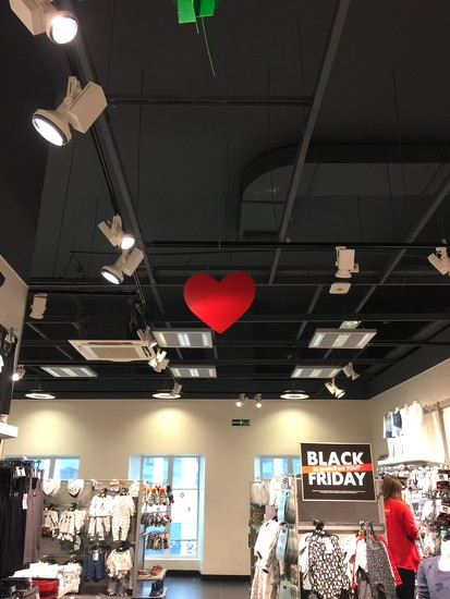 A heart during black friday. by cocobella