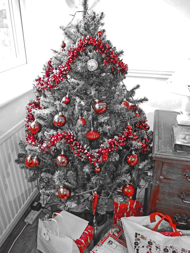 Red Christmas tree by josiegilbert