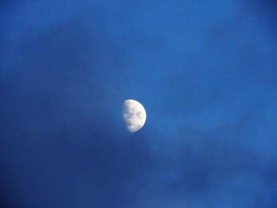 DSCN6391 almost full moon by marijbar