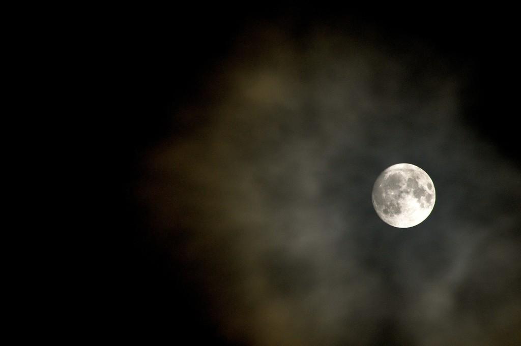 Last Moon of 2017 by redandwhite