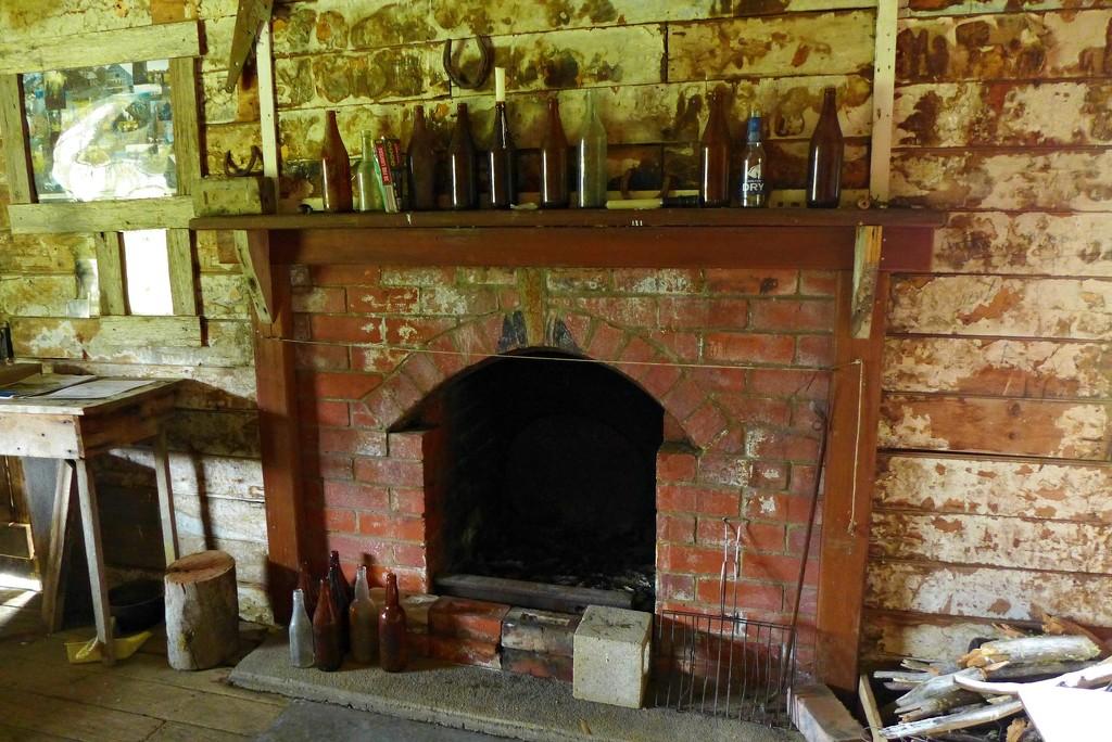 Gooandra Fireplace by leggzy