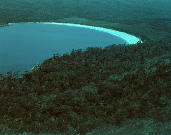 Wineglass Bay  by peterdegraaff