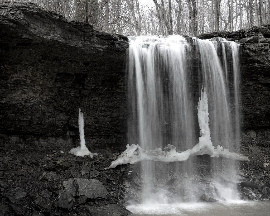 Winter Waterfall by lsquared