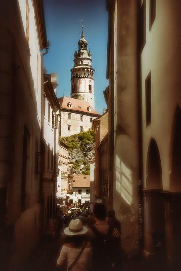 Krumau - walk to the castle by jerome