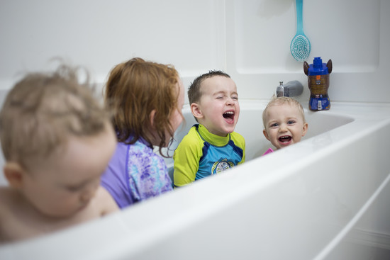 4 kids in a bath by jessiolsenphotography