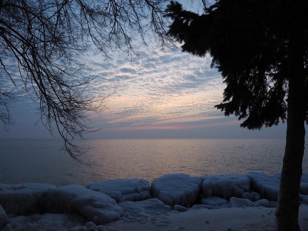 Hidden Sunrise by selkie