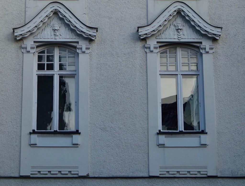 Spooky Windows by toinette