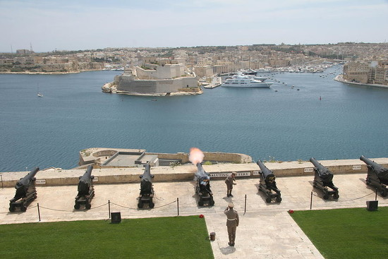 84 Upper Barrakka Saluting Battery by travel