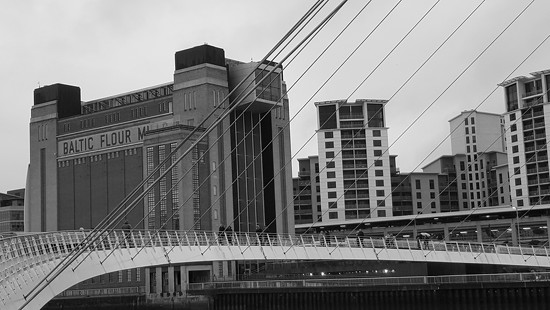 The Millennium Bridge and the Baltic by geezerbird