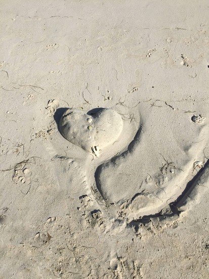 heart on the sand  by cocobella
