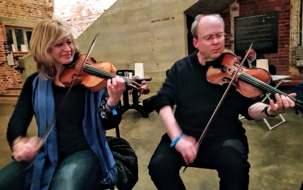 Fiddles at the session by boxplayer