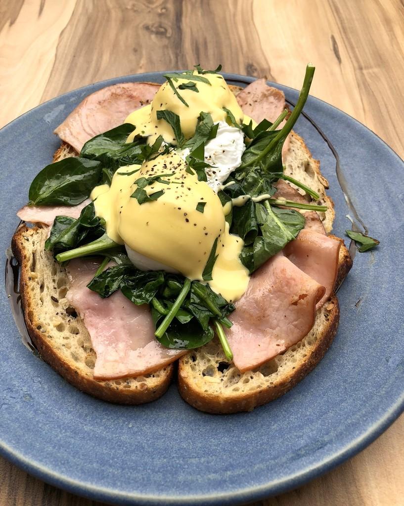 Eggs Benedict by kjarn