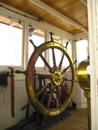 """Classy""  Wheel of a renovated Paddle steamer by 777margo"