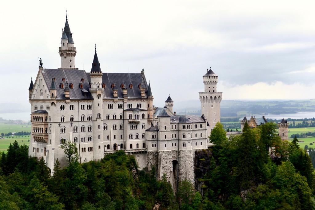 13:  Neuschwanstein Castle by casablanca