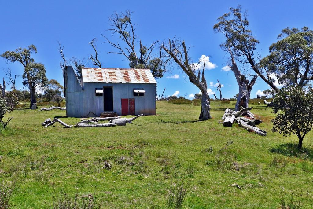 Hainsworth Hut by leggzy